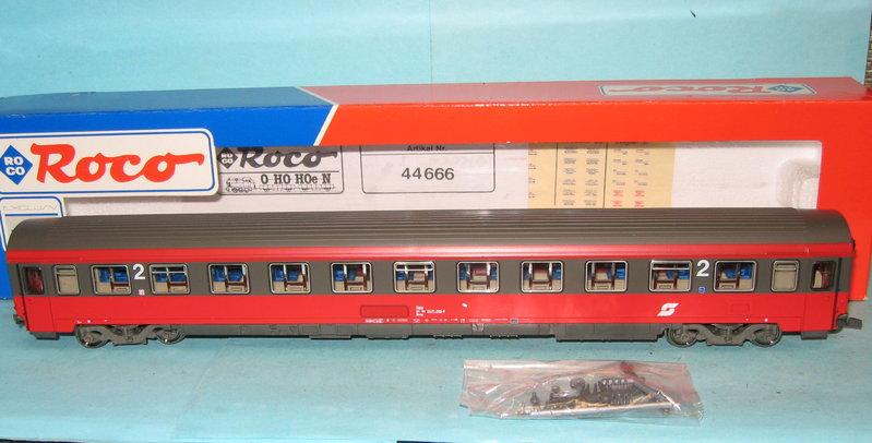 Roco_44666_OeBB_IC-EC-Wagen_Bmz_rot-braun_Ep.4-5_m.KK_i.OVP.jpg